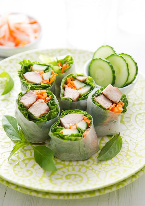 JÍDLO - inspirace - VYPADAJÍ HEZKY, ALE MÁLO MASA :-D http://whiteonricecouple.com/recipes/chicken-spring-rolls/?utm_source=feedburner&utm_medium=feed&utm_campaign=Feed%3A+worc+%28White+on+Rice+Couple+-+Full+Feed%29