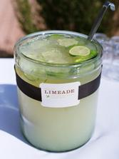 limonáda v zavařovacích sklenicích :-)