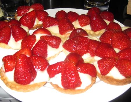 JÍDLO - inspirace - ? hmm http://murdochbooks.squarespace.com/365-challenge/7-may-strawberry-tarts.html