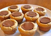 JÍDLO - inspirace - recept http://kidscooking.about.com/od/christmascookies/r/peanutbuttercup.htm