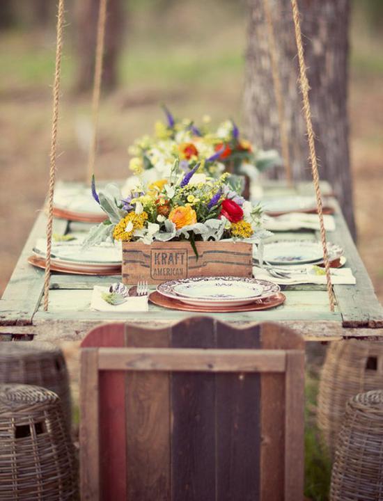 INSPIRACE (stodola, sláma, dřevo, ...) - staré dveře zavěšené na provazech jako stůl! super nápad!