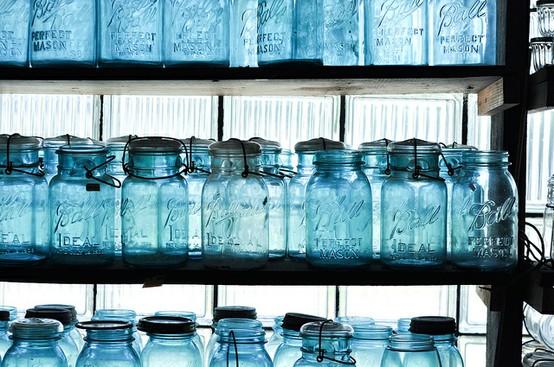 INSPIRACE - Kombinace s modrou (odstíny modré, s bílou, s černou, se zlatou, se zelenou, s hnědou, ...) - Obrázek č. 18