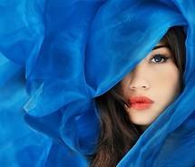 INSPIRACE - Kombinace s modrou (odstíny modré, s bílou, s černou, se zlatou, se zelenou, s hnědou, ...) - Obrázek č. 10