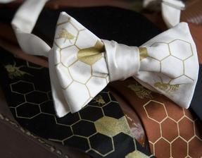 MÍSTO VÝVAZKŮ - pro pány kravaty a motýlci