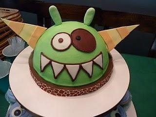 Sladký koutek (zajímavé nápady na cuppycakes, nezvyklé dorty, macarons atd. nejen na svatbu) - třeba kolem hlavní příšery :-D
