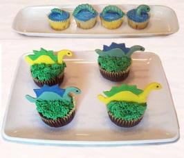 Sladký koutek (zajímavé nápady na cuppycakes, nezvyklé dorty, macarons atd. nejen na svatbu) - Dinosauři a lochneska? (vzadu)