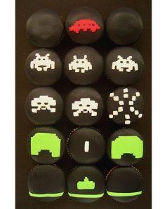 Sladký koutek (zajímavé nápady na cuppycakes, nezvyklé dorty, macarons atd. nejen na svatbu) - PC hra - Space Invaders