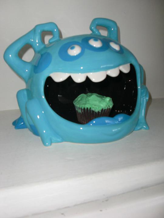 Sladký koutek (zajímavé nápady na cuppycakes, nezvyklé dorty, macarons atd. nejen na svatbu) - Ta modrá potvora dort není, ale kdyby ano, bylo by to dokonalé, musím to někdy zkusit!