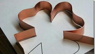 Výroba vlastních vykrajovátek - návod http://rootsandwingsco.blogspot.com/2010/03/cookie-cutter-101.html