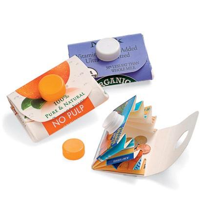 Chytré nápady - Recyklace - kapsička na cokoli z krabice na džus nebo na mléko - video i fotonávod http://familyfun.go.com/crafts/carton-wallet-675068/