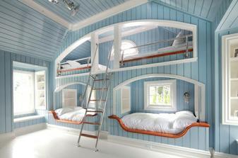 postele připomínající Petra Pana