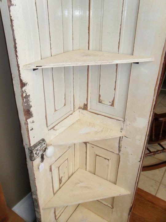 Chytré nápady - Rohová polička ze starých dveří
