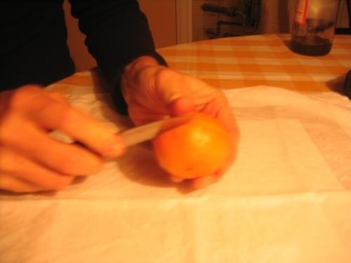 MANDARINKOVÉ SVÍČKY - jen z mandarinek a trochy olivového oleje, netřeba žádný vosk ani knot! Blbuvzdorný fotonávod v tomto albu :-) - obvodu