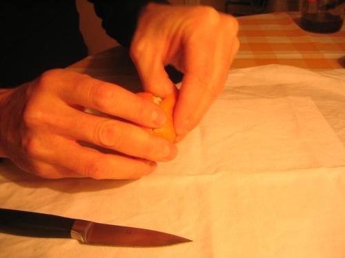 MANDARINKOVÉ SVÍČKY - jen z mandarinek a trochy olivového oleje, netřeba žádný vosk ani knot! Blbuvzdorný fotonávod v tomto albu :-) - opatrně