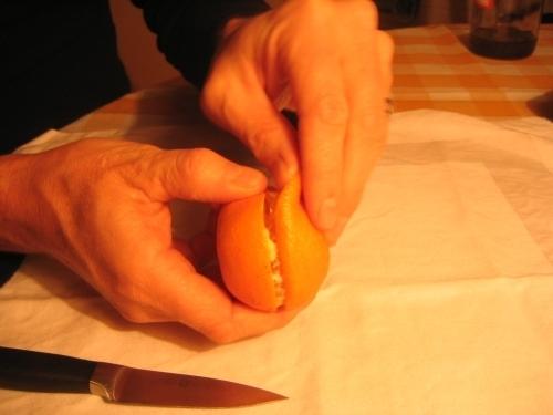 MANDARINKOVÉ SVÍČKY - jen z mandarinek a trochy olivového oleje, netřeba žádný vosk ani knot! Blbuvzdorný fotonávod v tomto albu :-) - sloupneme