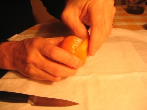 MANDARINKOVÉ SVÍČKY - jen z mandarinek a trochy olivového oleje, netřeba žádný vosk ani knot! Blbuvzdorný fotonávod v tomto albu :-) - nejprve