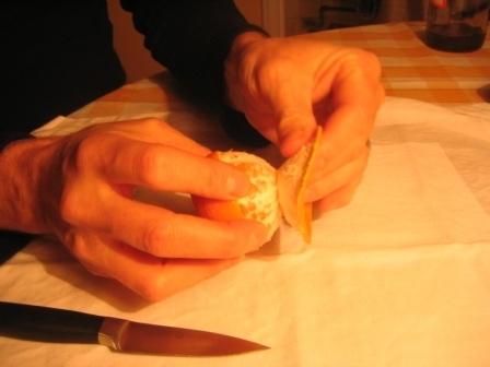 MANDARINKOVÉ SVÍČKY - jen z mandarinek a trochy olivového oleje, netřeba žádný vosk ani knot! Blbuvzdorný fotonávod v tomto albu :-) - slupky