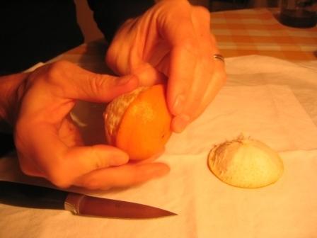 MANDARINKOVÉ SVÍČKY - jen z mandarinek a trochy olivového oleje, netřeba žádný vosk ani knot! Blbuvzdorný fotonávod v tomto albu :-) - to je knot - takže to je spodní část