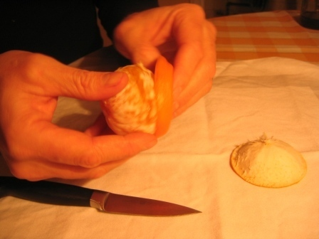 MANDARINKOVÉ SVÍČKY - jen z mandarinek a trochy olivového oleje, netřeba žádný vosk ani knot! Blbuvzdorný fotonávod v tomto albu :-) - a