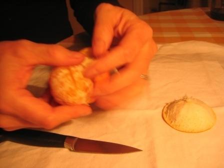 MANDARINKOVÉ SVÍČKY - jen z mandarinek a trochy olivového oleje, netřeba žádný vosk ani knot! Blbuvzdorný fotonávod v tomto albu :-) - poté