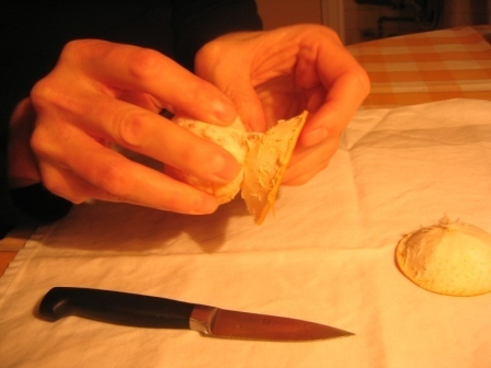 MANDARINKOVÉ SVÍČKY - jen z mandarinek a trochy olivového oleje, netřeba žádný vosk ani knot! Blbuvzdorný fotonávod v tomto albu :-) - druhou