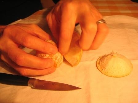 MANDARINKOVÉ SVÍČKY - jen z mandarinek a trochy olivového oleje, netřeba žádný vosk ani knot! Blbuvzdorný fotonávod v tomto albu :-) - část