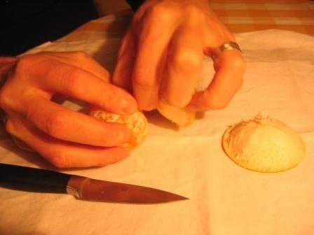 MANDARINKOVÉ SVÍČKY - jen z mandarinek a trochy olivového oleje, netřeba žádný vosk ani knot! Blbuvzdorný fotonávod v tomto albu :-) - slupky.