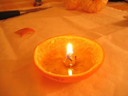 MANDARINKOVÉ SVÍČKY - jen z mandarinek a trochy olivového oleje, netřeba žádný vosk ani knot! Blbuvzdorný fotonávod v tomto albu :-) - SVÍČKU ULOŽIT