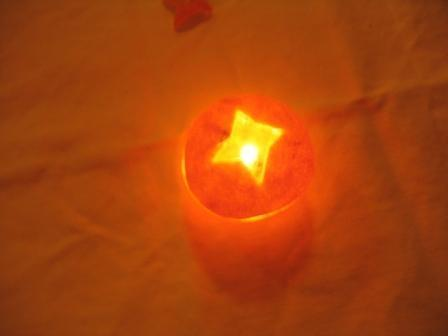 MANDARINKOVÉ SVÍČKY - jen z mandarinek a trochy olivového oleje, netřeba žádný vosk ani knot! Blbuvzdorný fotonávod v tomto albu :-) - Přiklopíme víčkem!