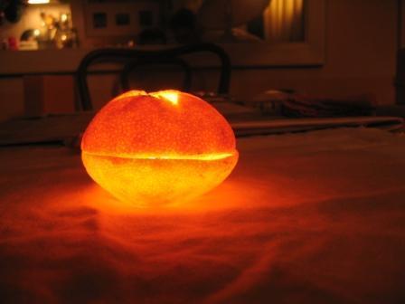 MANDARINKOVÉ SVÍČKY - jen z mandarinek a trochy olivového oleje, netřeba žádný vosk ani knot! Blbuvzdorný fotonávod v tomto albu :-) - Tradá!