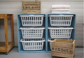 nemáte dost místa? (nesnášíte přehrabování ve špinavém prádle? vyhněte se tomuto očistci a třiďte jej podle barev od začátku - jako na předchozím obrázku) podrobný návod http://ana-white.com/2010/11/laundry-basket-dresser(přepočítejte na centimetry!)