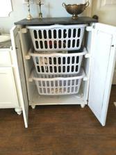 Špinavé prádlo nemusíme vystavovat, přidáme dvířka :-)