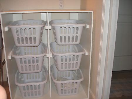 Chytré nápady - NÁVOD Na uskladnění hraček (a vlastně čehokoli) lze využít i nápad na uskladnění špinavého prádla (možno přidat dvířka) návod níže v albu u nápadů do koupelny!