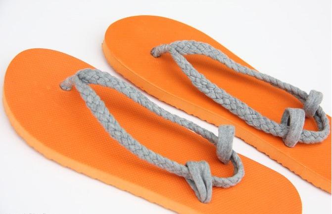 Chytré nápady - NÁVOD Máte JINOU VELIKOST žabek? Upravte si je na svoji nohu - návod http://www.makeit-loveit.com/2011/07/flip-flop-refashion-part-1-braided-straps.html
