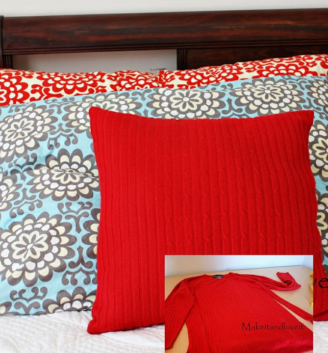 Chytré nápady - OBRÁZKOVÝ NÁVOD Povlak na polštář ze starého oblečení http://www.makeit-loveit.com/2010/01/decorate-my-home-part-5-re-purposed.html