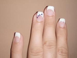 prsteníček raději označkovaný aby ženich věděl na který prst má dát prstýnek :-D