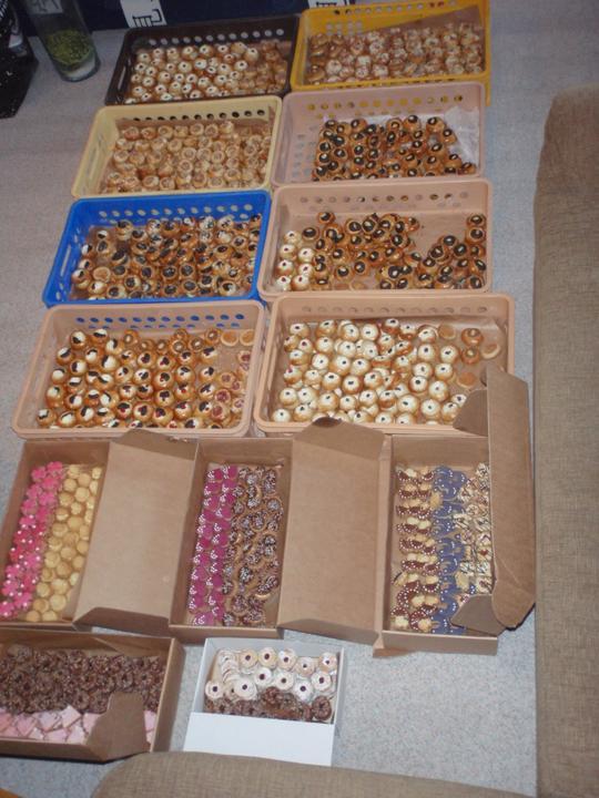 Kompletace výslužek - 1000 svatebních koláčků a 6 kilo cukroví