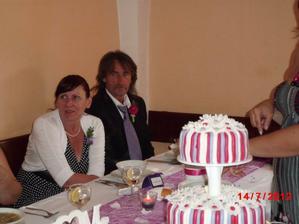 krásná a zároveň smutná fotka mých rodičů ...už 17 let jsou rozvedeni a teměř se nepozdraví,ale na naší svatbě se překonali  a byli suproví :-)