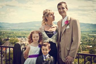Péta a jeho sestra s dětmi