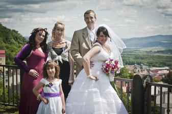 Moje segruše Pája s dcerou BAruškou a Petrova sestra Jana....a my dva :-)