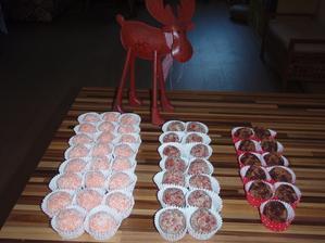 3 druhy  - kokosové, oříškovo vanilkové s kandovanými třešněmi  a čokoládové s pomerančovou kúrou :-)