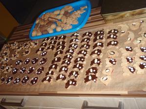 ty rohlíčky jsou kávové sušenky s kavovým krémem -mnamka :-)