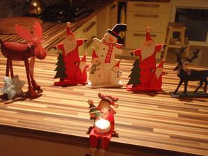 Můj kauflanďácký úlovek : dřevěné figurky ,každa jen za 15.- ...no nekupte to :-)