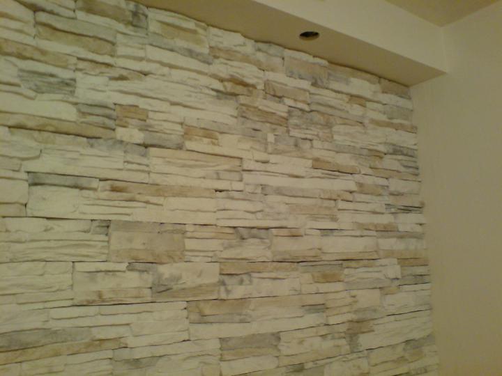 Náš byt, čo už máme - kameň je fakt úžasný ešte namaľovať rampu