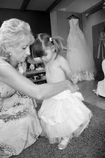 Babička oblékala obě nevěsty;-)