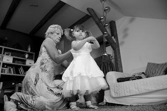 Lilinka se soutředila na oblékání, přeci zodpovědně -jako maminka :-)