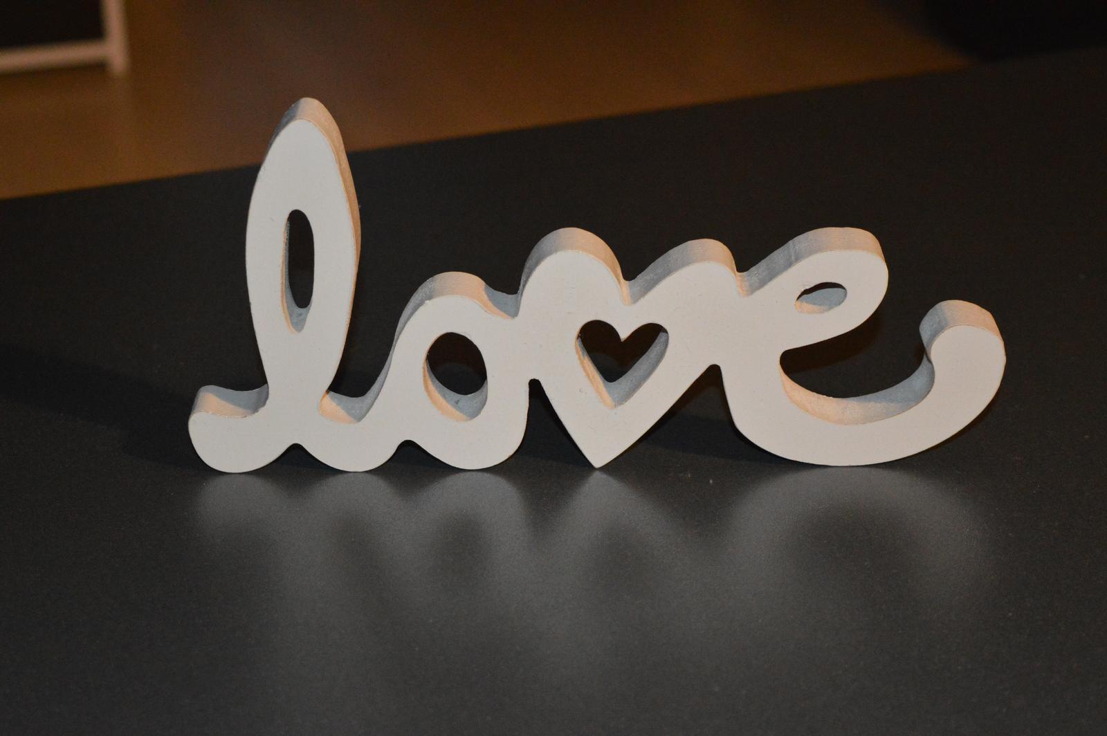 """Dekoratívny nápis """"love"""" - Obrázok č. 1"""