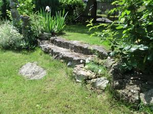 stare kamenne schody
