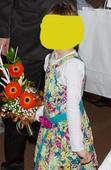 zelené slavnostní šaty s páskem, 122