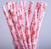 papírové brčka s květy růží,